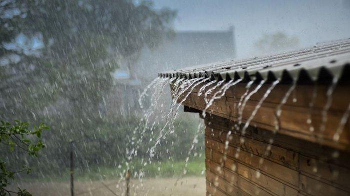 Mimpi Hujan Deras, Pertanda Baik atau Sebaliknya? Simak Ulasannya Di Sini