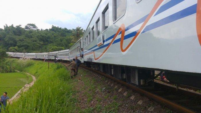BREAKING NEWS - Kereta Api Galunggung Anjlok di Garut, KA Tujuan Solo Tertahan