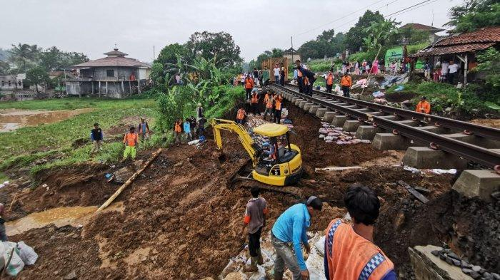 Jalur Rel Rusak Akibat Longsor, Perjalanan Kereta Api Jurusan Cigombong-Bogor Dibatalkan Sementara