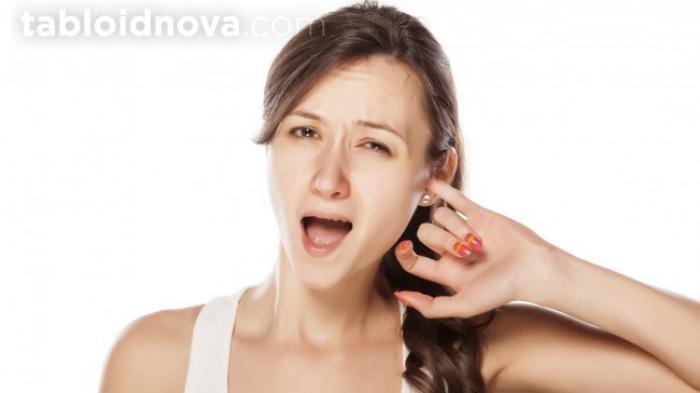 Apakah Membersihkan Telinga Membatalkan Puasa? Ini Bedanya Jika Menggunakan Korek Kuping dan Jari