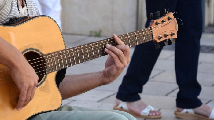 Kunci Gitar Celengan Rindu Fiersa Besari - Download Lagu Lirik Dan Tunggulah Aku di Sana