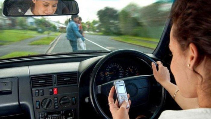 Main Ponsel saat Berkendara, Siap-siap Bakal Kena Denda Rp 750 Ribu