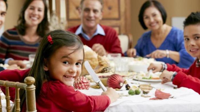 6 Bahaya Jika Makan Malam Terlalu Larut Malam, Tak Hanya Bikin Badan Gemuk