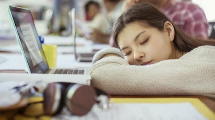 Ini 7 Aktivitas Malam yang Bisa Bikin Anda Merasa Lelah Ketika Bangun Tidur