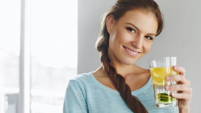 Minum Segelas Air Lemon Usai Bangun Tidur Sebelum Sarapan, Rasakan 7 Manfaatnya !