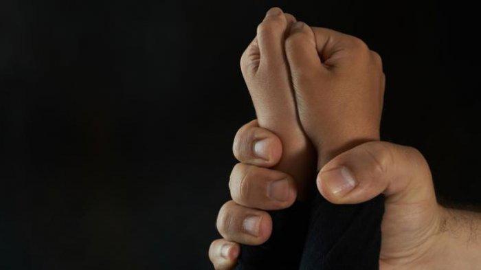 Viral Ibu Aniaya Anak Kandung dengan Balok Kayu, Mengaku Kesal Korban Tak Ikut Belajar Daring