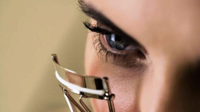 Viral Wanita Ini Cabut Bulu Kaki untuk Extension Bulu Mata, Bagaimana Hasilnya, Secetar Syahrini?
