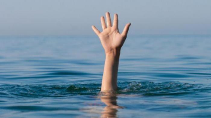 BREAKING NEWS : Rombongan Wisatawan Terseret Ombak Pelabuhan Ratu, Satu Orang Hilang
