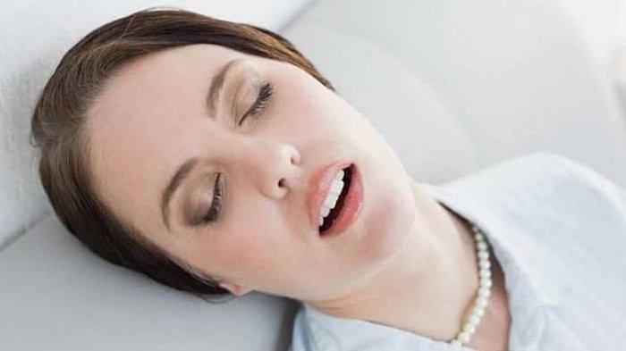 Sering Tak Diperhatikan, Tidur dengan Make Up Ternyata Berbahaya Bagi Mata