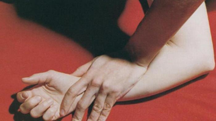 Kepergok Pesta Seks, Petugas Kaget Lihat Pasangan Muda-mudi Berhubungan Intim Bertiga