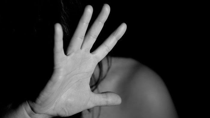 Ingin Lihat Anak Pasca Bercerai, Wanita Ini Malah Ditendang Mantan Suami, Aksinya Terekam CCTV