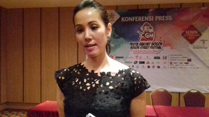 Miss Indonesia 2005 Sarankan CGM Tahun Depan Memanggil Pawang Hujan