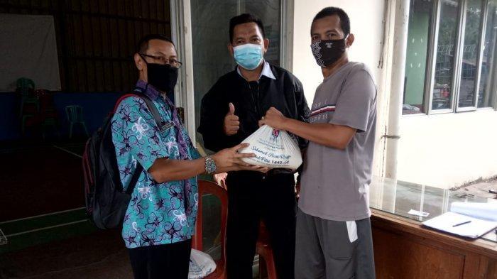 Bantu Warga Kurang Mampu, Indocement Salurkan 27 Ton Beras Zakat untuk Warga Kabupaten Bogor