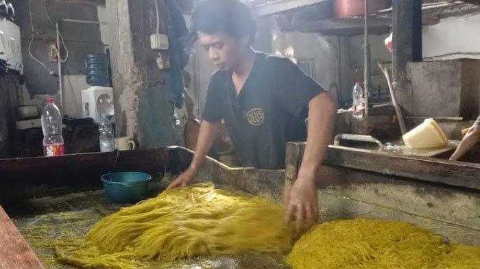 Permintaan Meningkat, Pabrik Mie Glosor di Bogor Bisa Produksi 45 Ton Per Hari