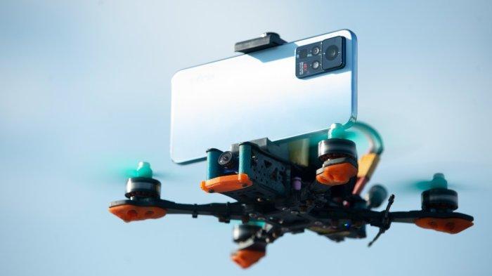 Kompetisi Videografi, Puluhan Drone Terbang di Atas Perbukitan Pakai Kamera Infinix Zero X