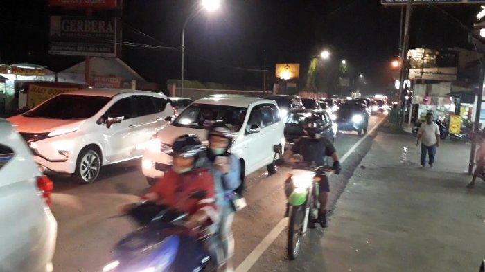 Akhir Pekan, Arus Kendaraan di Jalan Raya Puncak Bogor Macet Sampai Malam
