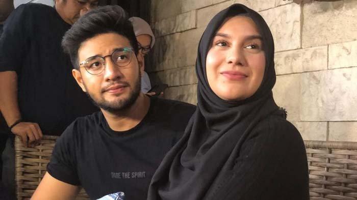 Ammar Zoni dan Irish Bella di kediaman pribadinya di Cinere Estate, Depok, Kamis (10/10/2019).