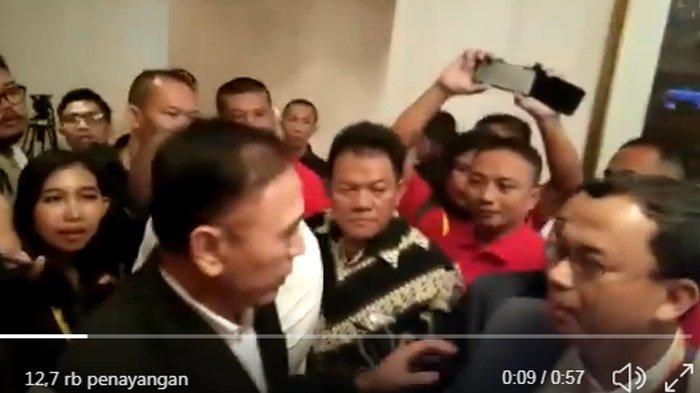 VIDEO Mochamad Iriawan Usir Vijaya Fitriyasa di Depan Wartawan, Ekspresi Ketum PSSI Jadi Sorotan