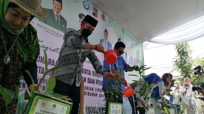 Berdayakan Masyarakat, IWAPI Sebar Ribuan Benih Ikan dan Tanam 450 Benih Pohon di Kota Bogor