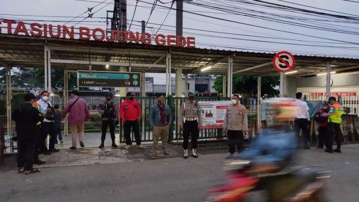Cegah Penumpukan Penumpang, Petugas Gabungan Bersiaga di Stasiun Bojonggede