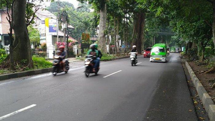 Lalu Lintas di Jalan Jenderal Ahmad Yani Ramai Lancar, Cuaca Mendung
