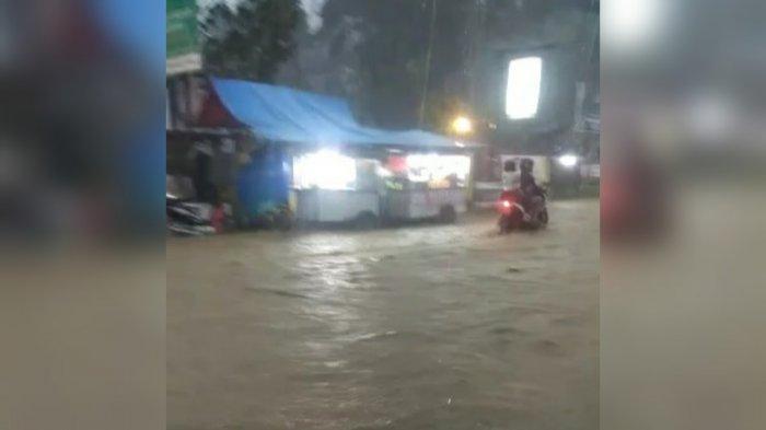 Diguyur Hujan Deras Sejak Sore, Jalur Alternatif Puncak Bogor Tergenang Banjir