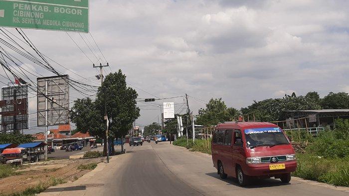 Jelang Siang Hari, Arus Lalu Lintas di Simpang Bambu Kuning Bojonggede Lancar