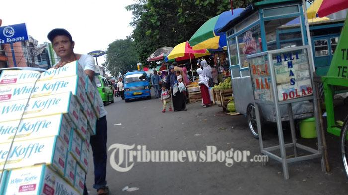 Tidak Mempan Ditertibkan, PKL Menumpuk Lagi di Jalan Dewi Sartika Bogor