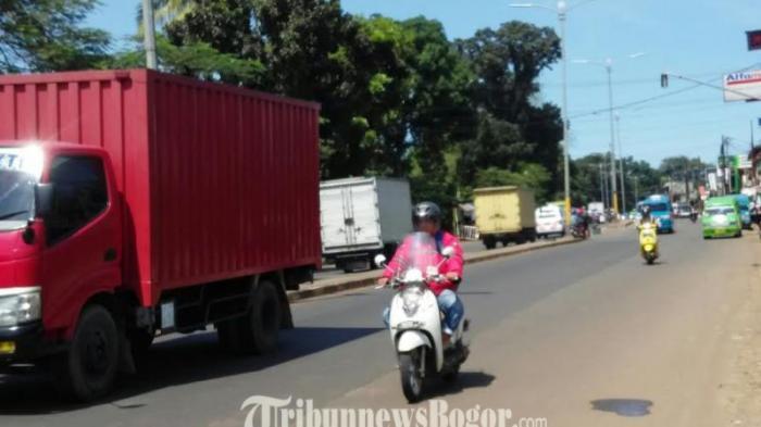 Arus Lalu Lintas di Jalan Jakarta-Bogor Lancar