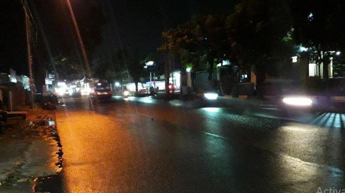 Hati-Hati Jalanan Licin, Lalu Lintas di Jalan Karadenan Cibinong Ramai Lancar Malam Ini