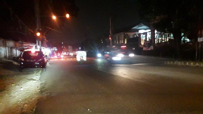 Lalu Lintas Kendaraan di Jalan Karadenan Cibinong Hari Rabu Malam Ramai Lancar