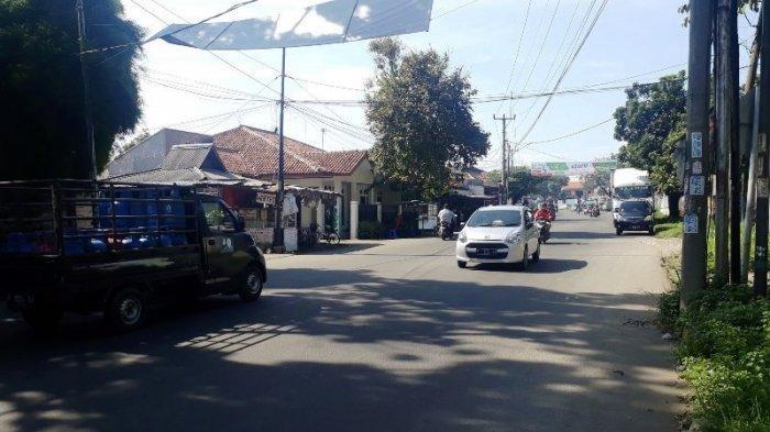 Jumat Pagi, Lalu Lintas Di Jalan Karadenan Cibinong Ramai Lancar