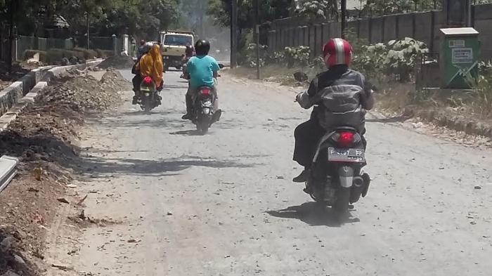 Jalan ke Rumah SBY di Bogor, Rusak dan Berdebu