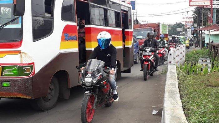 Lalu Lintas Kendaraan di Jalan KS Tubun Saat Ini Padat Merayap Arah Kota Bogor