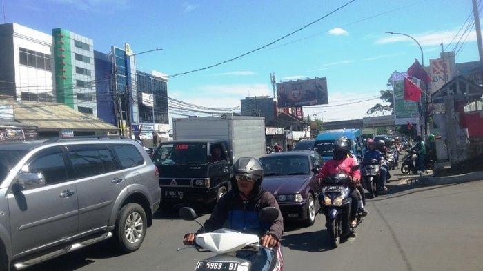 Info Lalin: Simpang Plaza Jambu Dua Bogor Padat Merayap Hingga Simpang Tol BORR