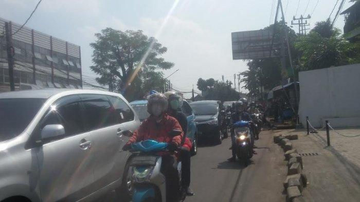 Lalu Lintas Jalan KS Tubun Bogor Padat Merayap Jelang Siang Ini