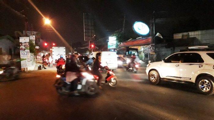 Arus Lalu Lintas Di Jalan KS Tubun Bogor Jelang Tol Borr Malam Ini Ramai Lancar