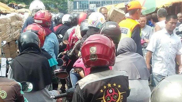 MA Salmun Bogor Amburadul, Pejalan Kaki & Pengendara Rebutan Jalan dengan Pedagang