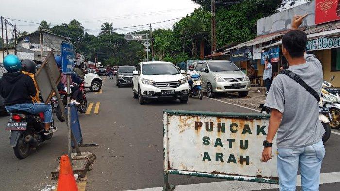 Padat di Beberapa Titik, Jalur Puncak Saat Ini One Way Arah Jakarta