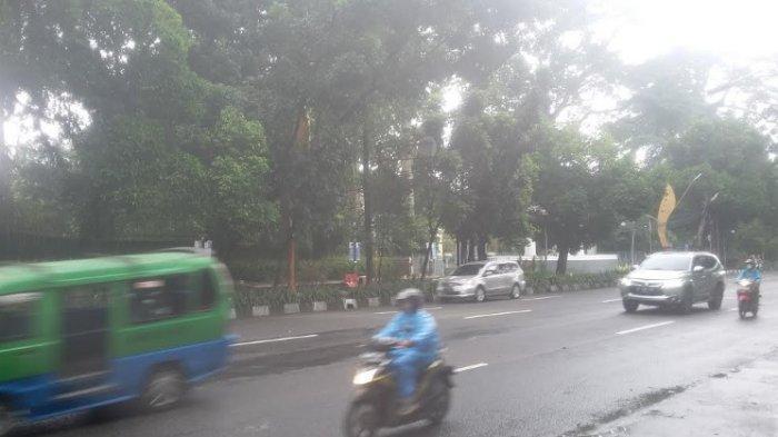 Diguyur Hujan Gerimis, Lalu Lintas Jalan Pajajaran Lancar