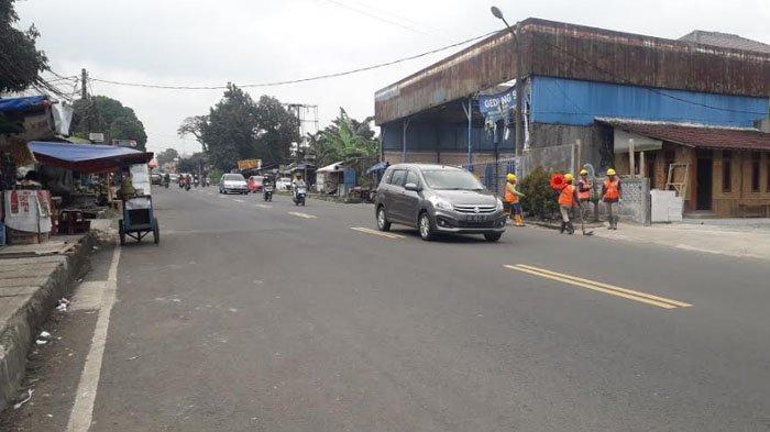 Arus Lalu Lintas Kendaraan di Jalan Raya Ciawi Bogor Saat Ini Ramai Lancar