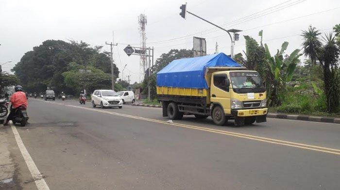 Lalu Lintas di Jalan Raya Jakarta - Bogor Kawasan Sukaraja Saat Ini Ramai Lancar