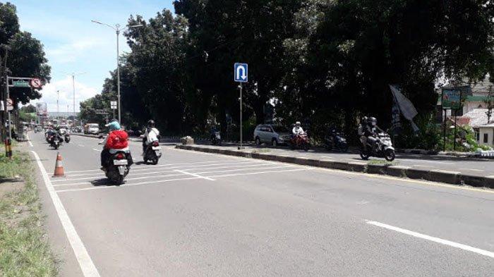 Lalu Lintas di Jalan Raya Jakarta-Bogor kawasan Sukaraja Saat Ini Tampak Ramai Lancar