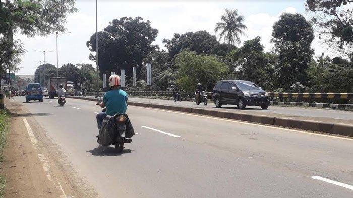 Lalu Lintas Kendaraan di Jalan Raya Jakarta - Bogor Kawasan Sukaraja Saat Ini Terpantau Ramai Lancar