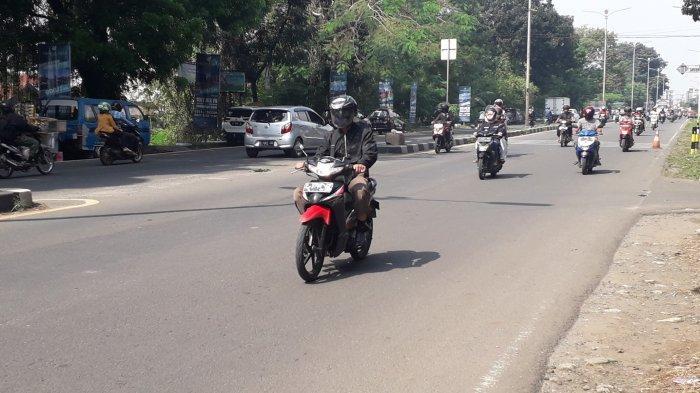 Cuaca Cerah, Lalu Lintas Jalan Raya Jakarta-Bogor Ramai Lancar di Wilayah Sukaraja