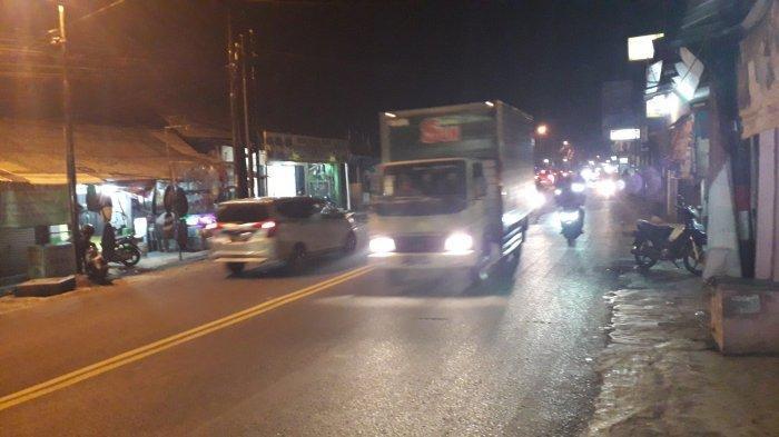 Arus Lalu Lintas Kendaraan di Jalan Raya Jakarta-Bogor Dikawasan Sukaraja Malam Ini Ramai Lancar