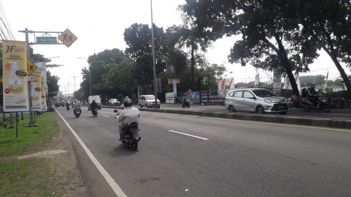 Cuaca Cerah, Lalin Kendaraan di Jalan Raya Jakarta-Bogor Kawasan Sukaraja Saat Ini Ramai Lancar