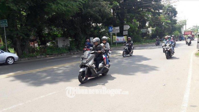 Lalu Lintas di Jalan Raya Jakarta-Bogor Kawasan Sukaraja Saat Ini Ramai Lancar