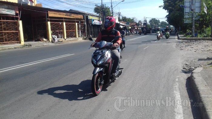 Arus Lalu Lintas Di Simpang Pasar Ciluar Arah Jalan KS Tubun Pagi Ini Lancar