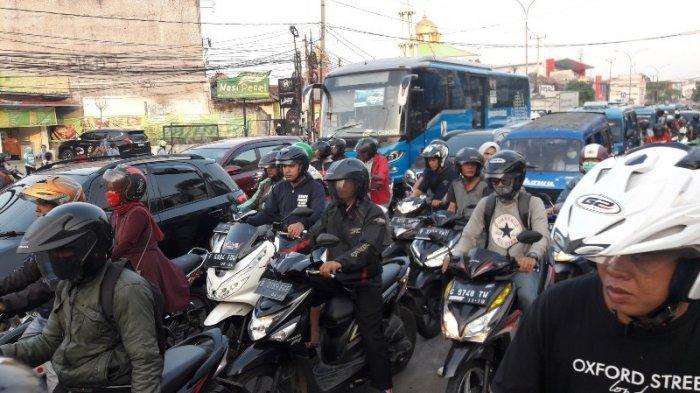 Maling Motor di Bogor Terjebak Macet Saat Berupaya Kabur, Dikepung Warga Lalu Diikat Pakai Tali